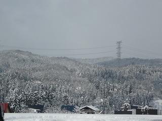 十日町市から見た雪